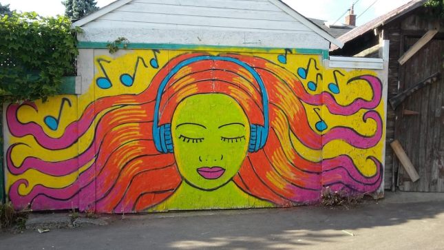 laneway-woman-with-hair